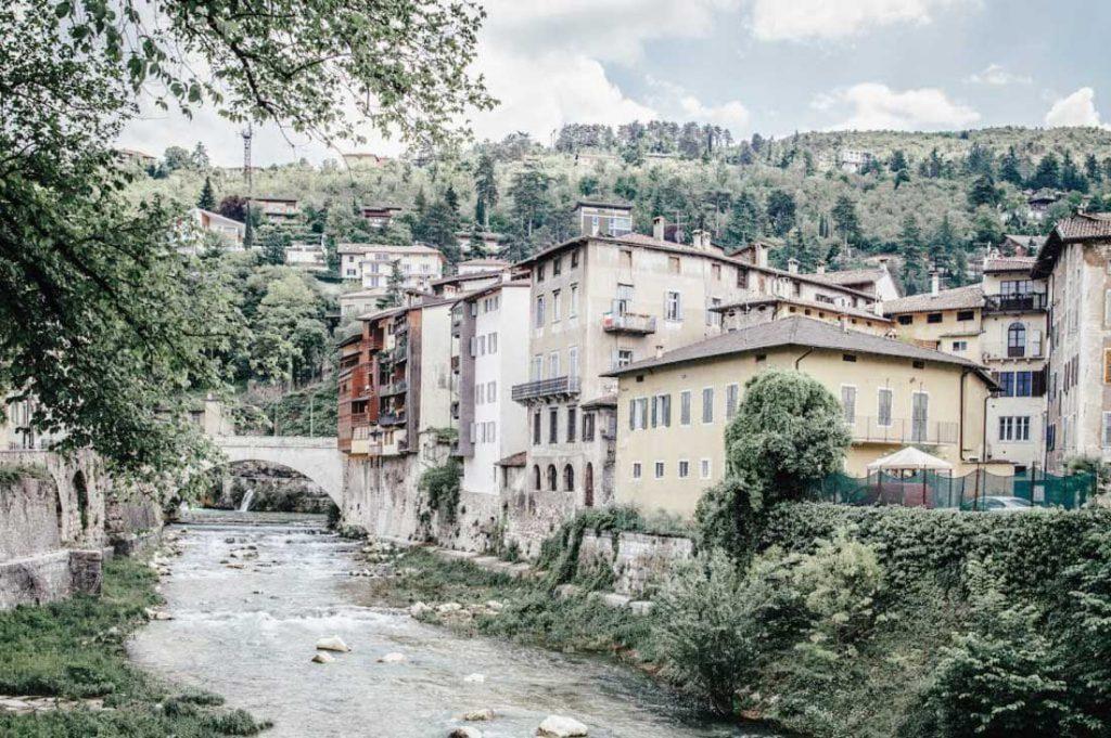 Blick auf Rovereto Italien